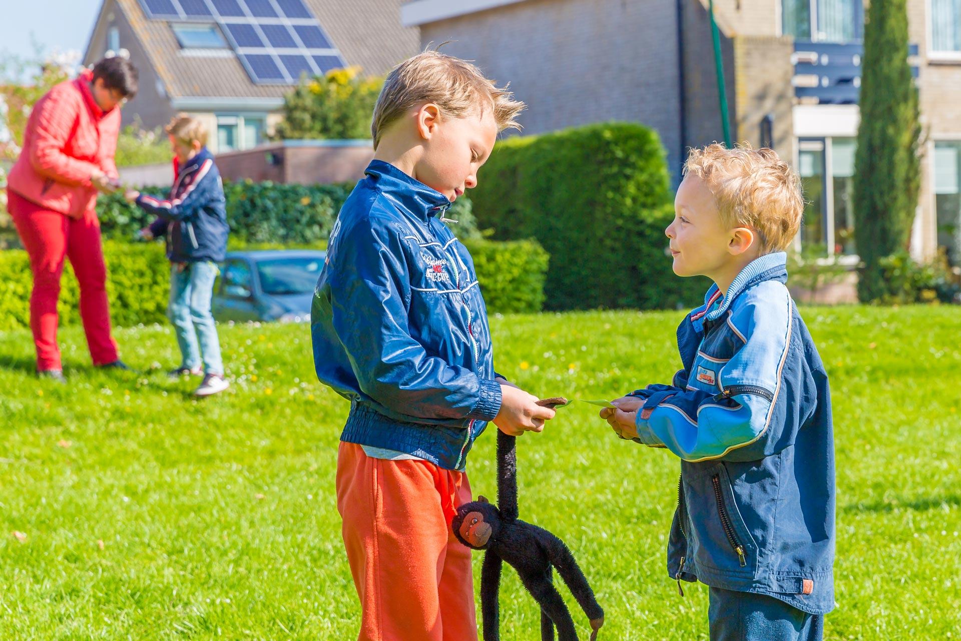 Kinderen bij BSO Joy Houten spelen buiten